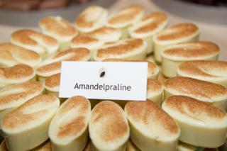 Amandelpraliné bonbon bij IJZenSO